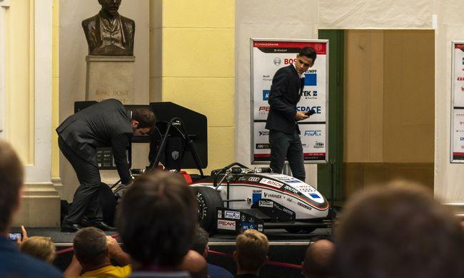 Itt az első magyar robot versenyautó