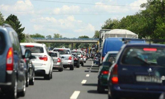 Súlyos kamionbaleset, áll a forgalom az M5-ösön