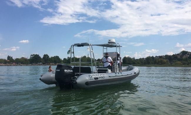 Dráma a Balatonon: felborult vitorlás utasait mentették a vízből