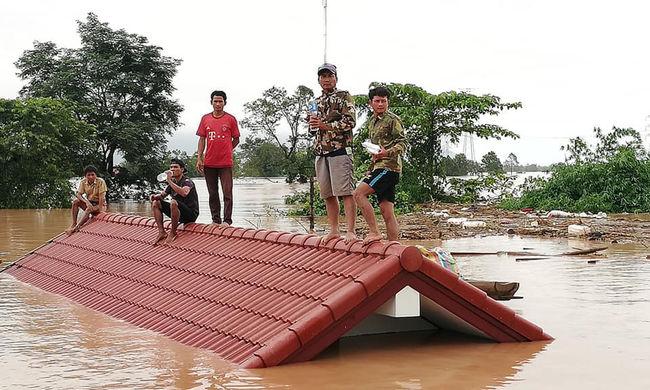 Több mint egy tucat holttest lebegett a vízen, több ezer ember maradt otthon nélkül