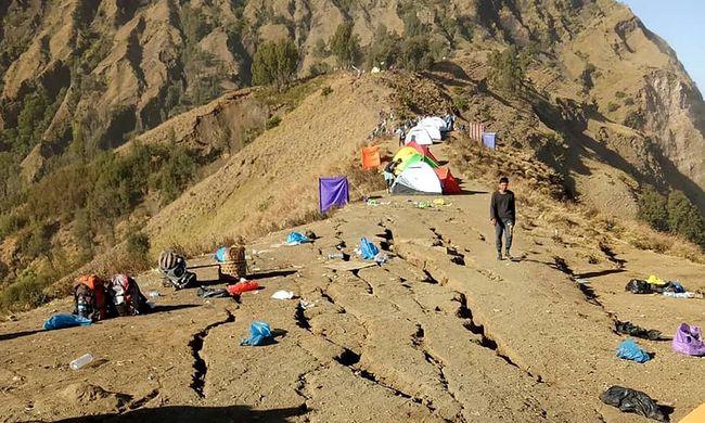 Több száz turista került bajba, sokan meghaltak, amikor a hegyen rekedtek