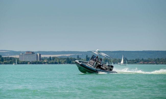 Bajba került egy kislány a Balatonon, fél kilométerre sodródott a parttól