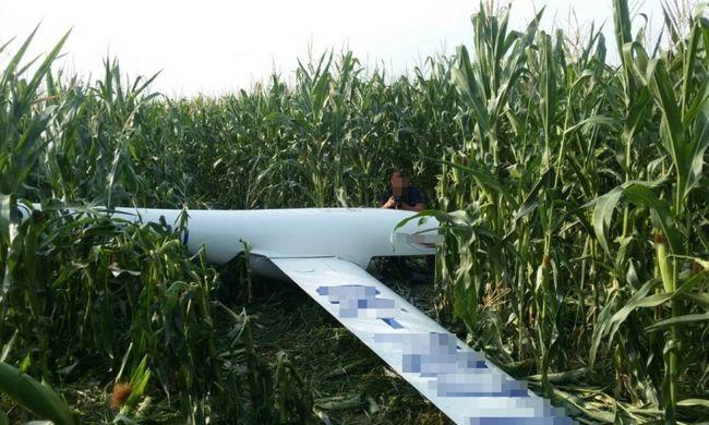 A levegőben ütközött két magyar vitorlázó, kukoricásba csapódott az egyik gép