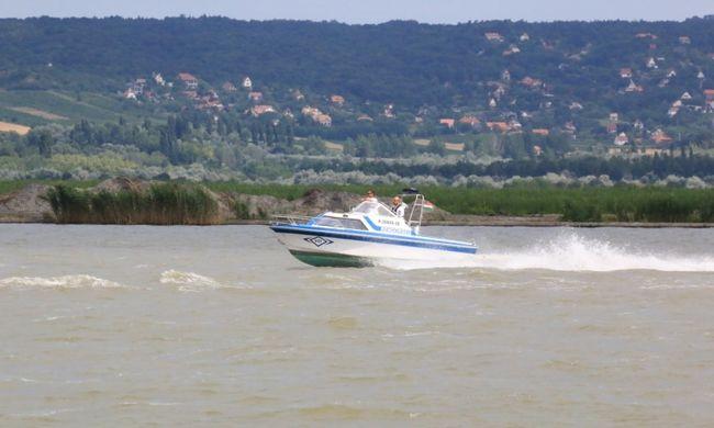 Bajba jutott egy férfi a Velencei-tóban, ez az egy dolog volt a szerencséje