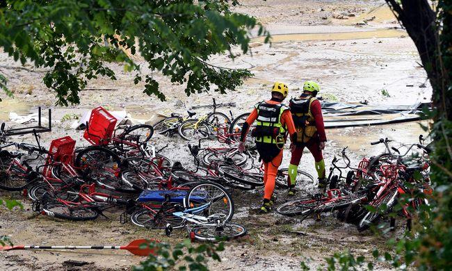 Elmosott egy tábort a vihar, több mint száz gyereket kellett biztonságba helyezni
