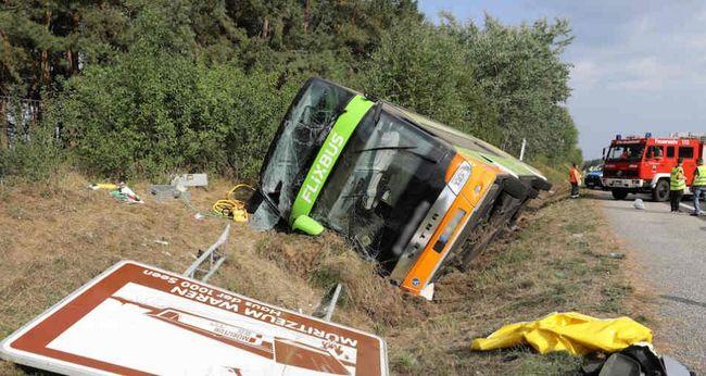 Súlyos buszbaleset történt, mentőhelikoptereket is riasztottak