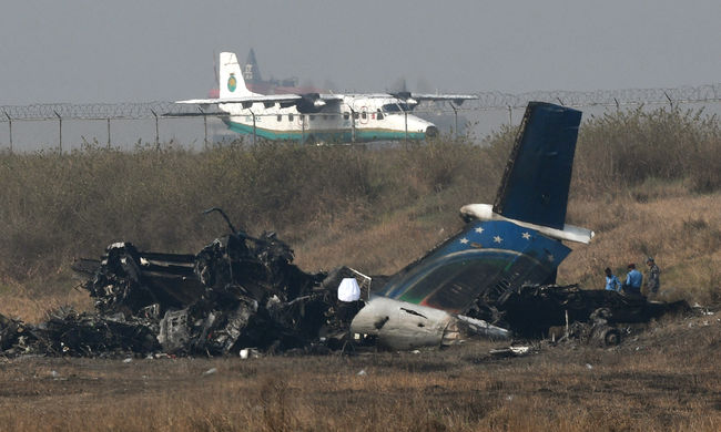 Sírt a pilóta repülés közben, több tucat ember halt meg miatta