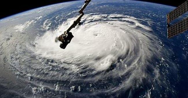 Körülzárta a városokat a víz: több tucat ember vesztette életét a tomboló viharban