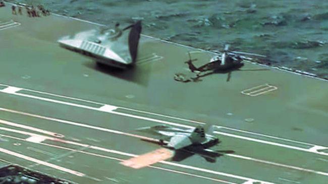 Kiszivárgott videó egy repülőgép-anyahajón parkoló ufóról