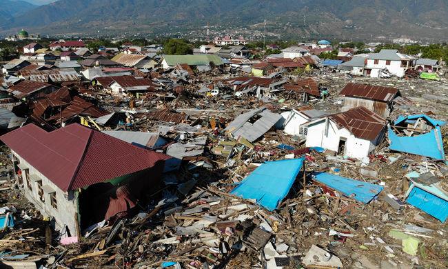 Annyi áldozata van az indonéziai katasztrófának, hogy tömegsírokat nyitnak - még kutatnak a túlélők után