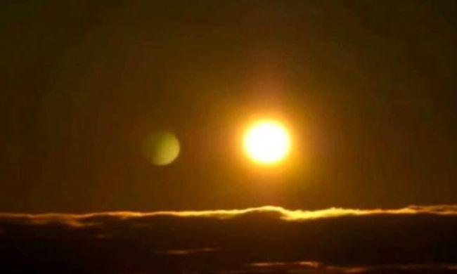 Rejtélyes, óriás méretű objektumot fotóztak a Nap közelében