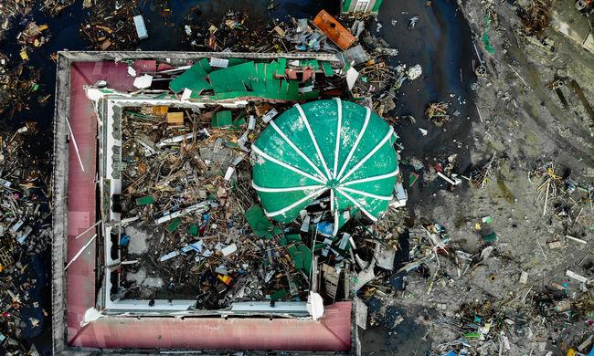 Újabb hírek az indonéziai katasztrófáról: tovább keresik a túlélőket, még több halott