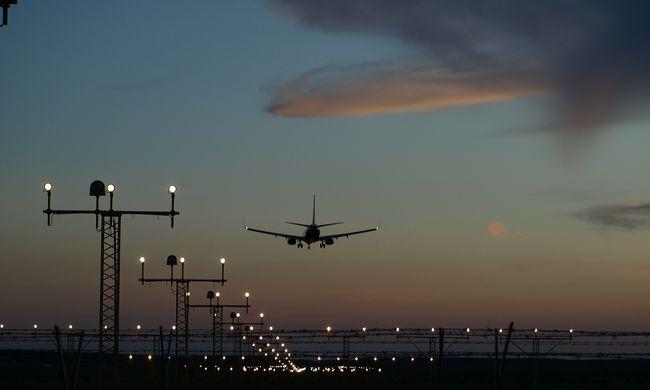 Éjszaka dőlt be a légitársaság, az utasok kártérítést sem kapnak