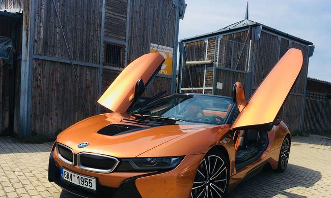 Mit adnak 56,6 millióért? BMW i8 Roadster teszt