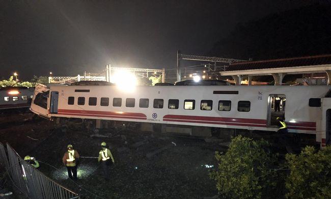 Helyszíni fotók érkeztek a Tajvani vonatszerencsétlenségről