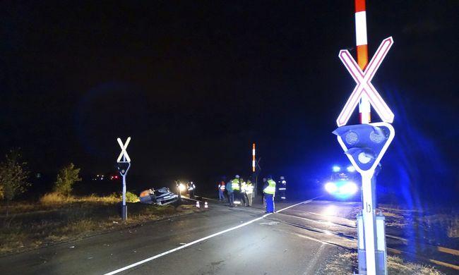 Négyes tragédia Csongrád megyében: az autóban ülőknek esélye sem volt - fotók