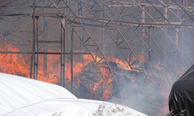 Helyszíni fotók jöttek, így lángolt a csarnok Kiskunfélegyházán