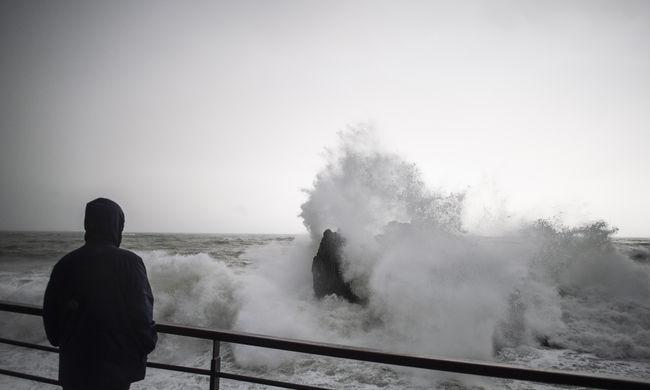 Lecsapott a heves vihar, többen meghaltak a kidőlő fák és tornádó miatt Olaszországban