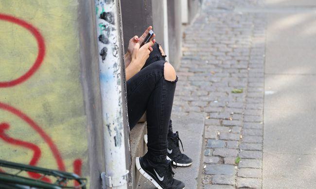 Botrány Pest megyében, volt barátja miatt terjedtek el a középiskolás lány meztelen képei