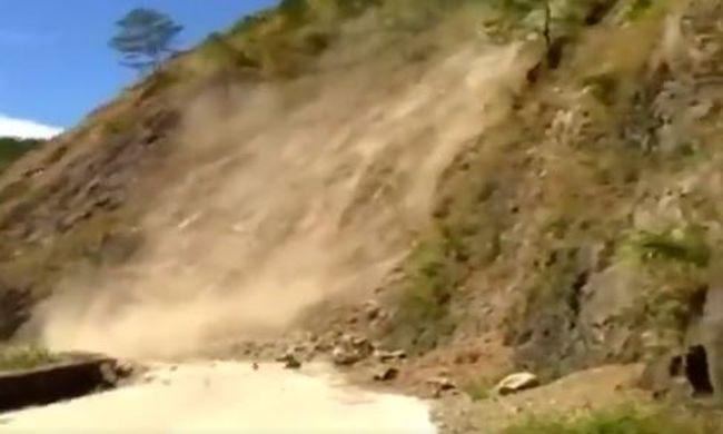 Ijesztő felvételek a természeti jelenségről: centikre a busz utasaitól mozdult meg a hegy