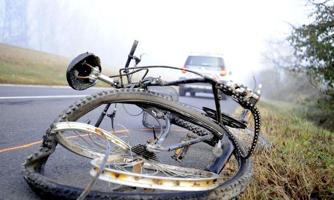 Fotók a helyszínről: halálos biciklisgázolás történt Szigetújfalu mellett