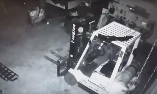 Hátborzongató dolgot vett fel a szerelőműhelyben hagyott kamera