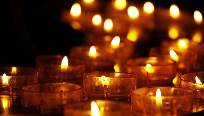 Nőtt az áldozatok száma, néma csenddel emlékeznek a Srí Lanka-i merénylet halottjaira