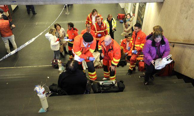 Most jött a hír: tűzoltók lepték el a 2-es metrót, tömeges rosszullét a szerelvényen