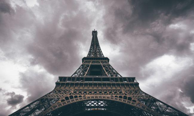 Különleges vasdarabot árvereztek el, elképesztő összeget ért az Eiffel-torony darabja