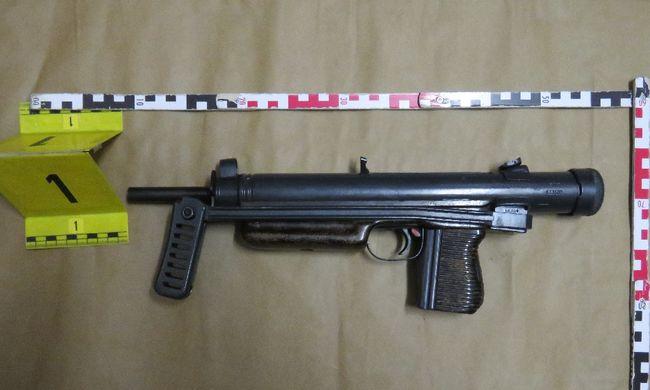 Sötétben razziázott a TEK: fegyverraktárat lepleztek le Biatorbágyon