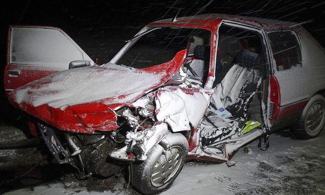 Káosz az utakon- legalább negyven közúti baleset történt eddig