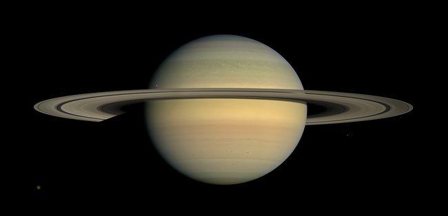 Újabb képek érkeztek a fiatal égitestekről, egyre többet tudni a Szaturnusz történetéről
