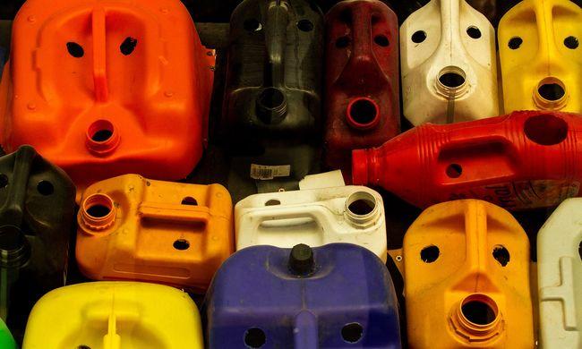 Kínából érkeztek a gyanús műanyag kannák, ezt találta a NAV a magyar patikusnál