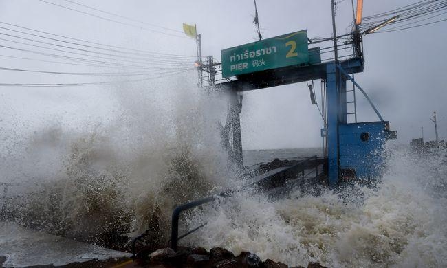Pánikhangulat a népszerű turistaparadicsomban: rengeteg járatot töröltek, sokan a szigeten ragadtak
