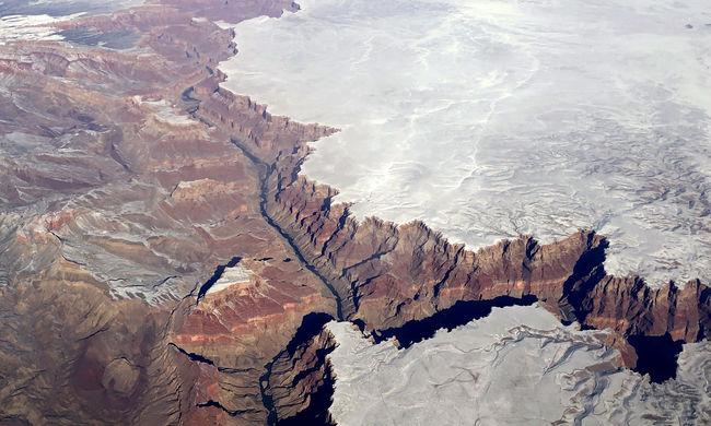 Elképesztő látvány: még ezt a távoli tájat is belepte a hó - fotók