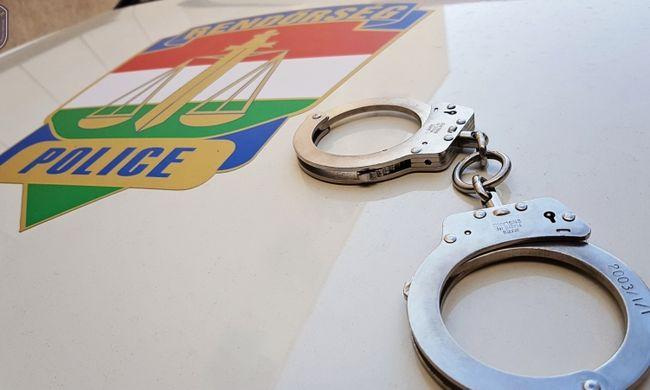 Botrány Budapesten, parkoló autóból lopott el félmilliót egy férfi