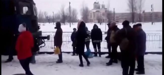 Dühös utasok állták el a mozdony útját Nagybányán-Videó