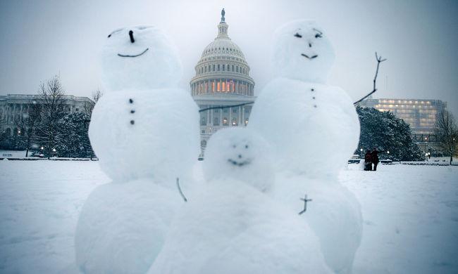 Viharriadó, rendkívüli állapot: óriási káosz a havazás miatt az Egyesült Államokban