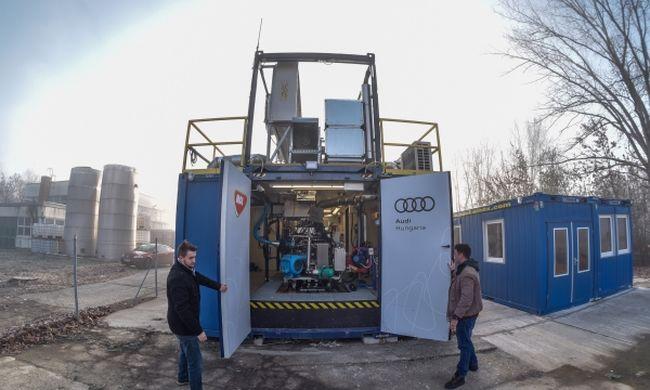 Audi motor dolgozik a MOL konténerében a szegedi egyetemen