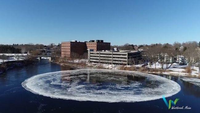 Lélegzetelállító videó: hatalmas, pörgő jéglemez jelent meg a folyóban