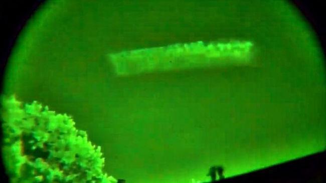 Rejtélyes tárgyat vettek fel az égen egy éjjellátós kamerával