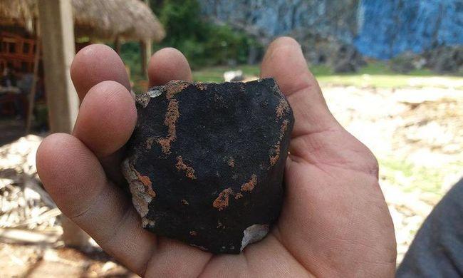 Nem mindennapi égi jelenég Kubában: fekete por és kődarabok hullottak az égből