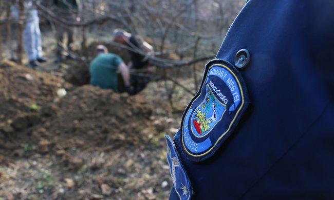 Holttestet találtak egy Somogy megyei kertben elásva