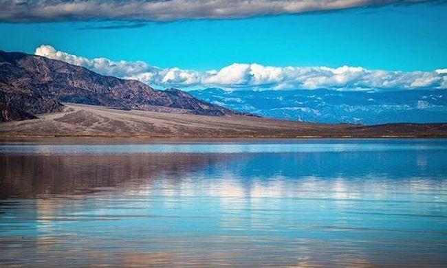 Lenyűgöző látvány: hatalmas tó jelent meg a Halál-völgyben