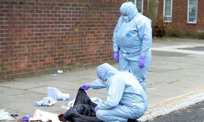 Négy gyalogost szúrtak hátba Londonban