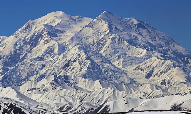 Olvad a jég a hegy tetején: undorító dolog ömlik a majd az emberek nyakába