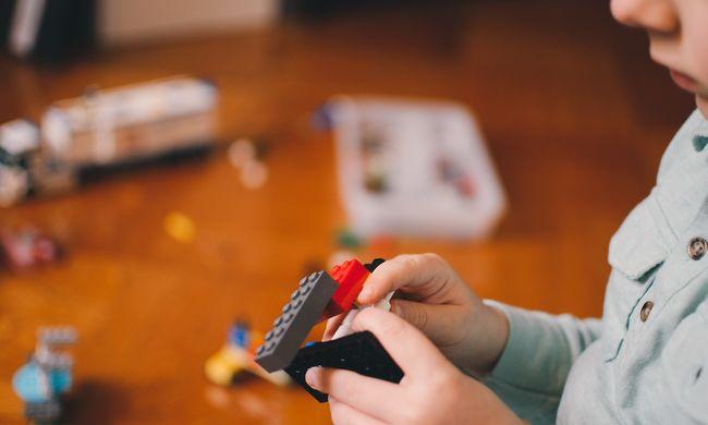 Szokatlan módon próbálják enyhíteni a gyerekek gyászát: bizarr játékot dobtak piacra