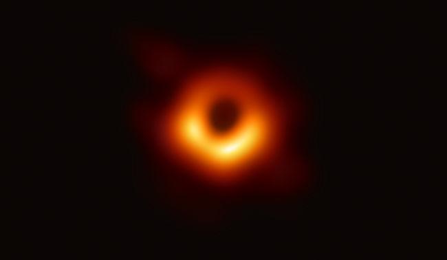 Ennek a fiatal nőnek köszönhető az év tudományos áttörése, ő segített lefotózni a fekete lyukat