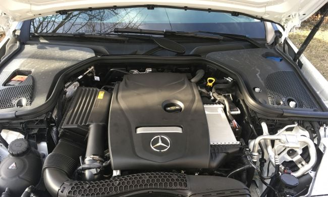 Mercedes-Benz E200 4Matic teszt: fapados űrutazás