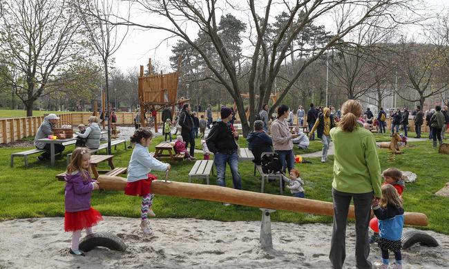 Adyligeten családi nap keretében új játszóteret, sportpályát, közösségi teret és tanösvényt avattak